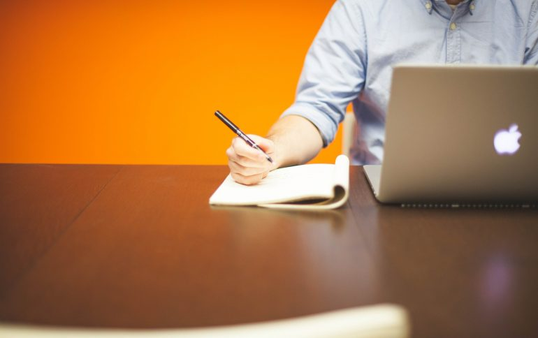 Werken voor jezelf is niet beter dan werken voor een baas. En omgekeerd.